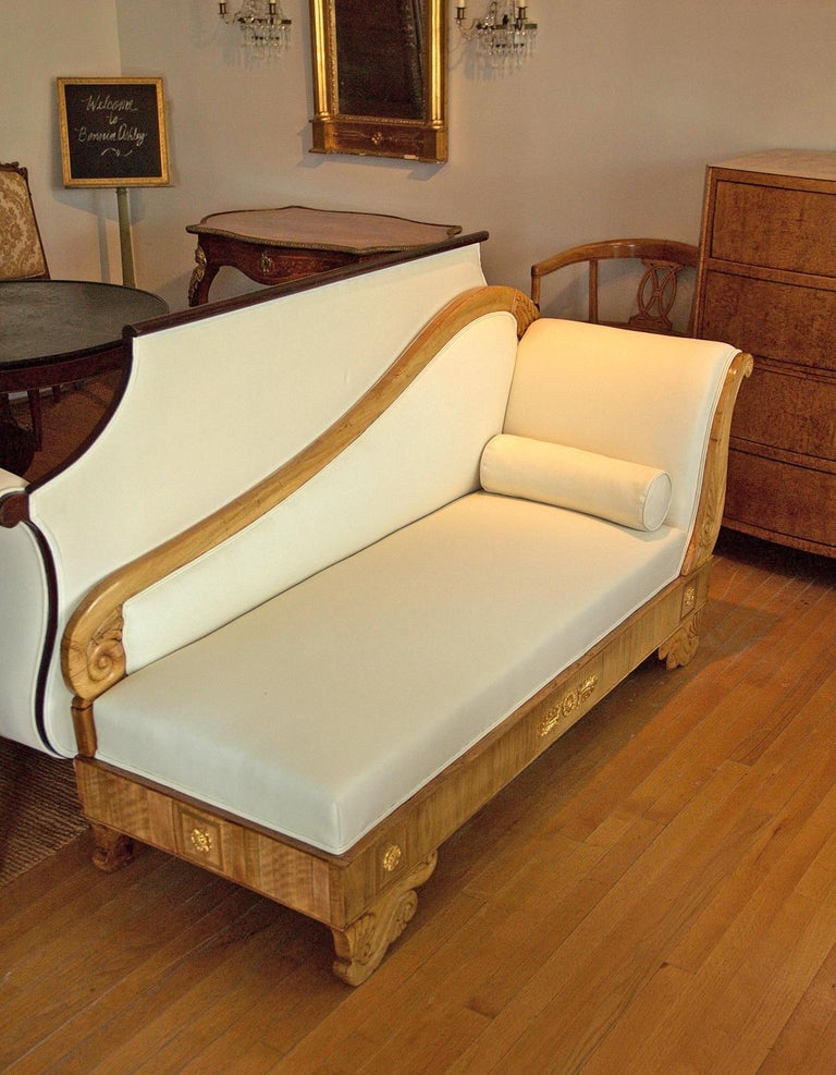 Scandinavian Biedermeier Recamier / Divan in Light Walnut, circa 1845 In Good Condition For Sale In Miami, FL