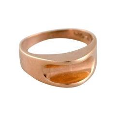 Scandinavian Goldsmith, Modernist Ring in 14 Carat Gold, Mid-20th Century