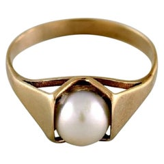 Scandinavian Jeweler, 8 Carat Gold Ring Adorned with Cultured Pearl, 1930s-1940s