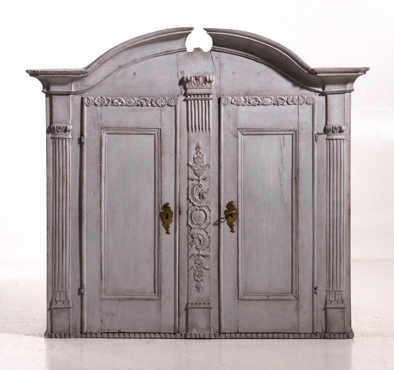 Fine Scandinavian kitchen cabinet, finely carved. Original lock and key, circa 1760.