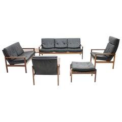 Skandinavisches Wohnzimmerset der 1970er Jahre mit 2 Sofas, 2 Loungesessel und Hocker