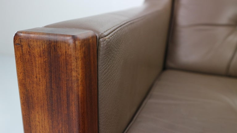 Scandinavian Midcentury Three-Seat Leather Sofa and Rosewood, 1970s For Sale 11