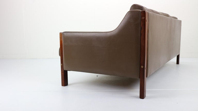 Scandinavian Midcentury Three-Seat Leather Sofa and Rosewood, 1970s For Sale 3