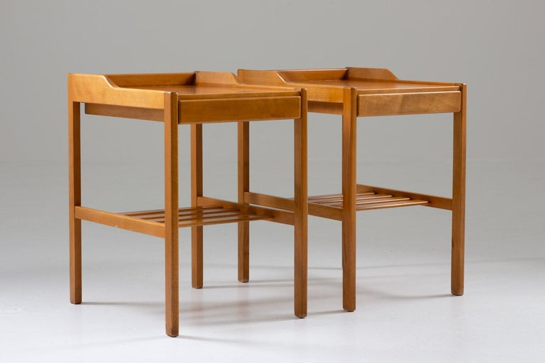 A pair of bedside tables model 3-156 by Bertil Fridhagen for Bodafors, 1960s. These bedside tables show a very minimalistic design with great details. It is made of beech and teak, which contrast beautifully. Condition: Good/very good original