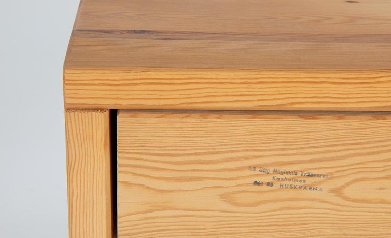 Scandinavian Midcentury Bedside Tables in Pine For Sale 2
