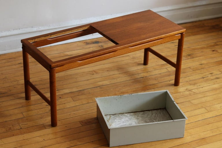 Scandinavian Midcentury HMB Planter and Coffee Table For Sale 4