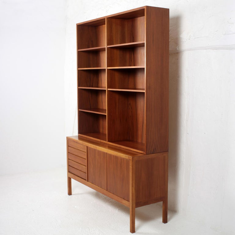 A Scandinavian modern bookcase by Alf Svensson for Bodafors. In Rio palisander and Teak. (cites included). The 2 elements are separable. The 7 shelves are adjustable. Manufacturer, designer and year of manufacture stamp We have the same