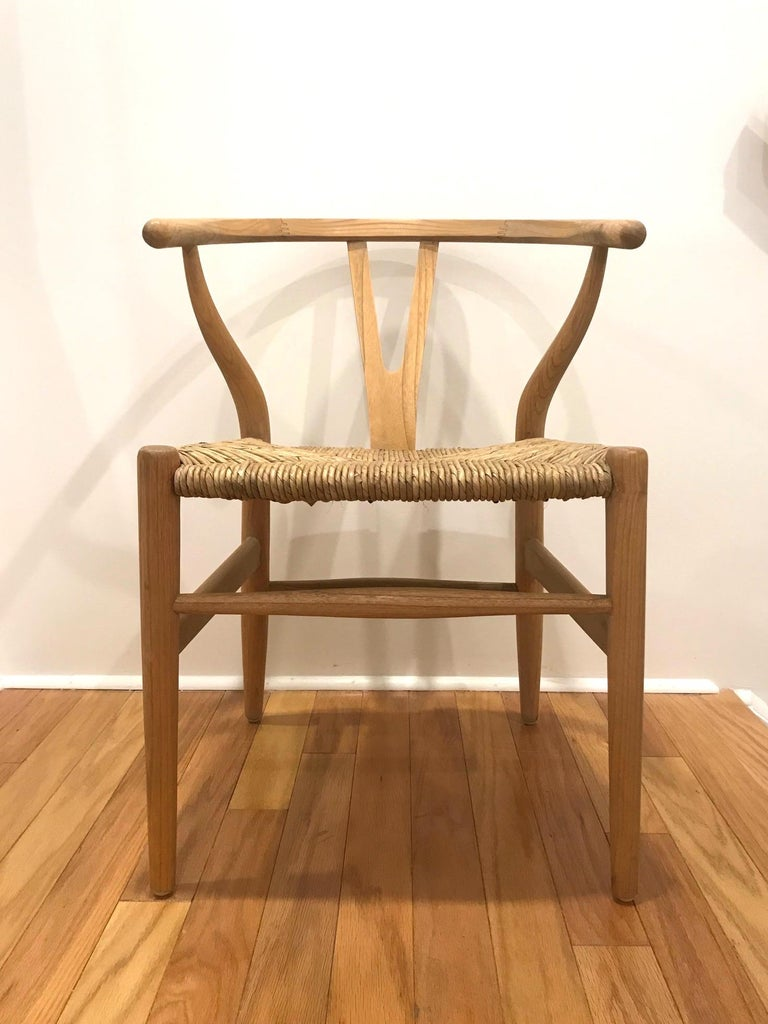 Scandinavian Modern Chair in Natural Teak Wood with Handwoven Seat In Good Condition For Sale In Miami, FL