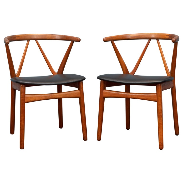 Scandinavian Modern Chairs by Henning Kjaernulf for Bruno Hansen For Sale