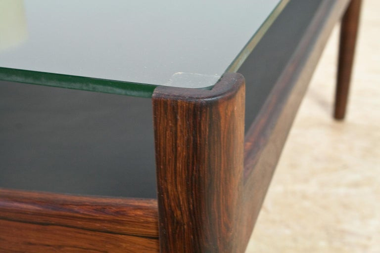 Mid-20th Century Scandinavian Modern Coffee Table in Rosewood and Glass by Kristian Vedel, 1960s For Sale