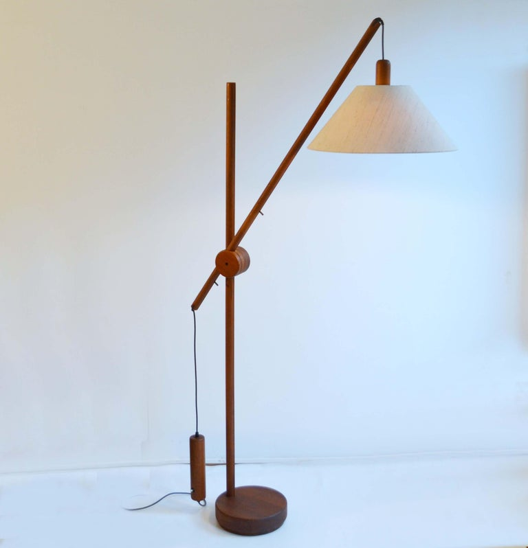 Scandinavian Modern Danish Teak Counter Balance Floor Lamp with Original Shade In Excellent Condition For Sale In London, GB