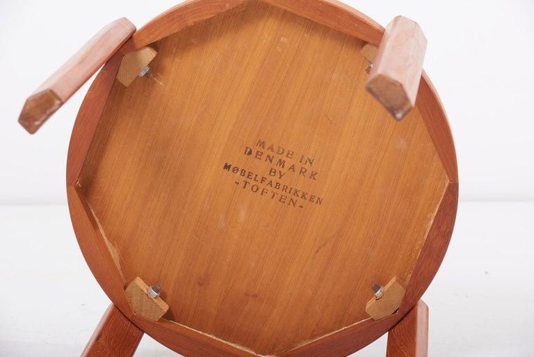 Scandinavian Modern Danish Teak Side Table by Mobelfabrikken Toften For Sale 5