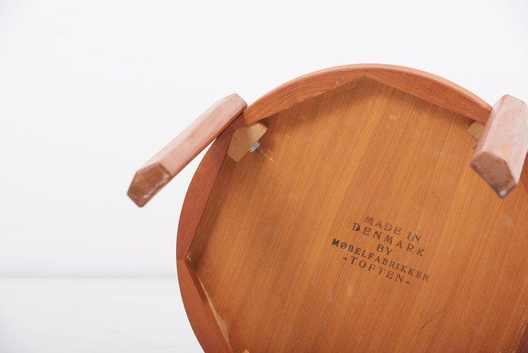Scandinavian Modern Danish Teak Side Table by Mobelfabrikken Toften For Sale 6