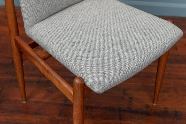 Scandinavian Modern Dining Chairs For Sale 4