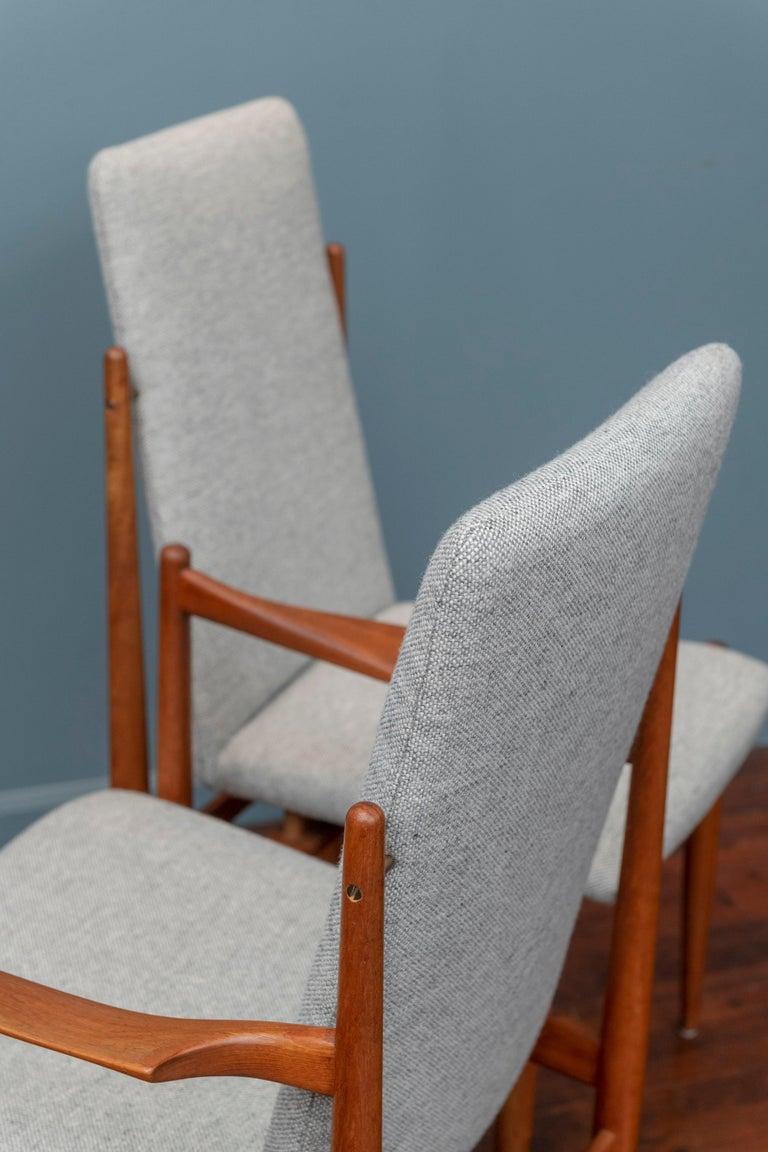 Scandinavian Modern Dining Chairs For Sale 5