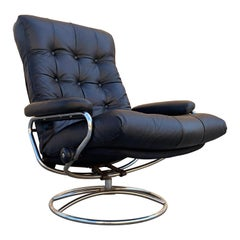 "Scandinavian Modern Ekornes ""Stressless"" Lounge Chair with New Leather Seat"