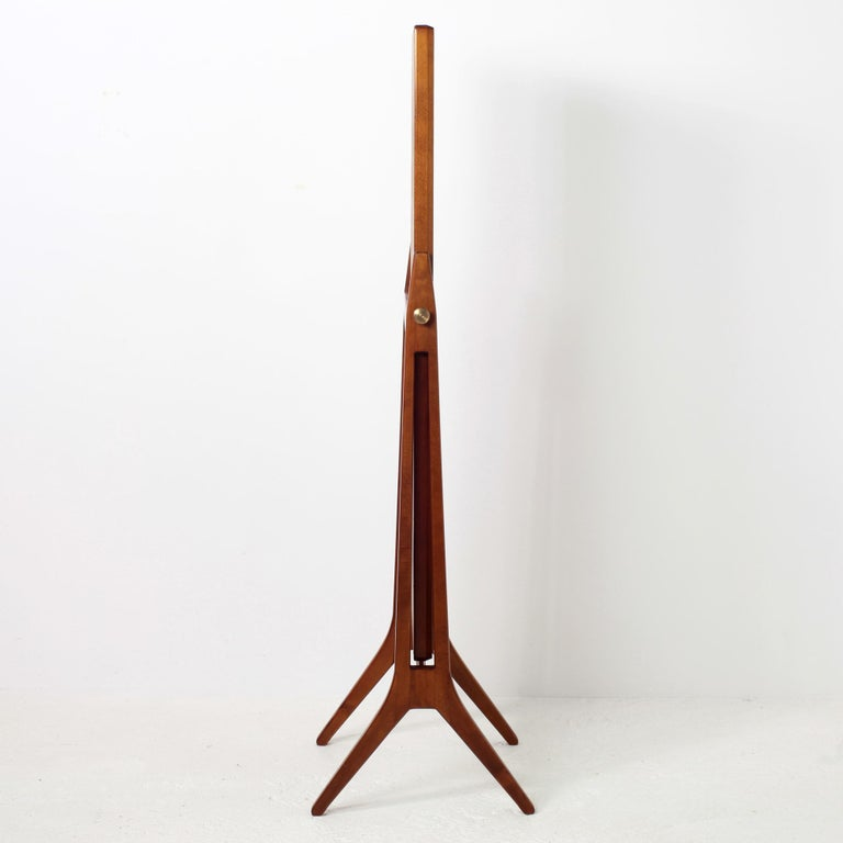 Elegant free standing dressing mirror