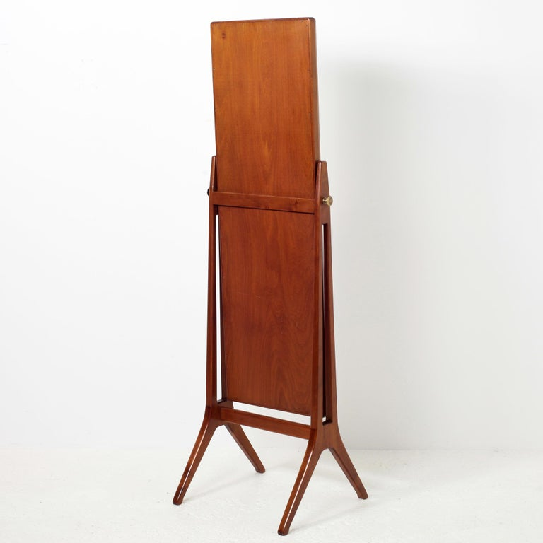 Scandinavian Modern Free Standing Cheval Mirror Mahogany Brass Details, 1960s In Good Condition For Sale In Versailles, FR