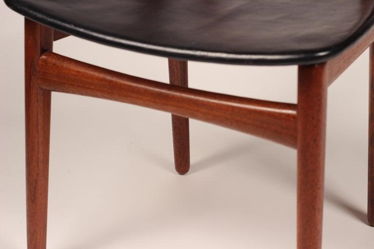 Scandinavian Modern Henning Kjærnulf Teak and leather Dinning Chair Model 255 For Sale 4