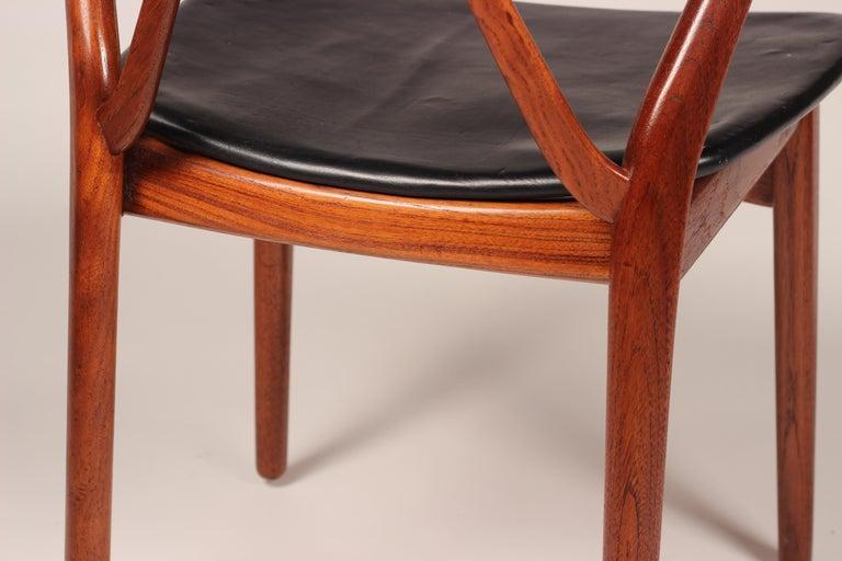 Scandinavian Modern Henning Kjærnulf Teak and leather Dinning Chair Model 255 For Sale 5
