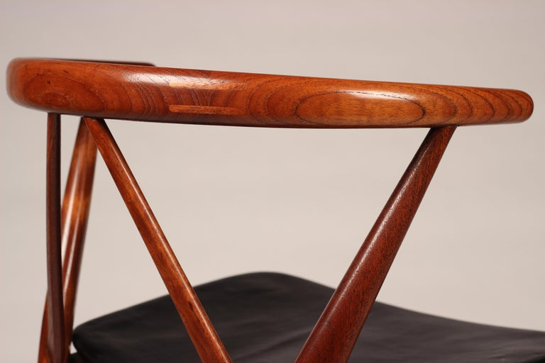 Scandinavian Modern Henning Kjærnulf Teak and leather Dinning Chair Model 255 For Sale 7