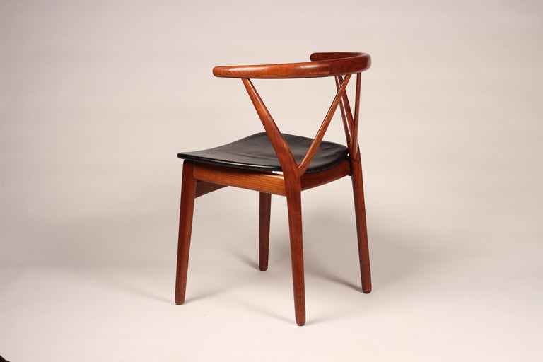 Danish Scandinavian Modern Henning Kjærnulf Teak and leather Dinning Chair Model 255 For Sale