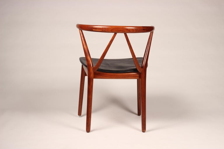 Scandinavian Modern Henning Kjærnulf Teak and leather Dinning Chair Model 255 In Good Condition For Sale In London, GB