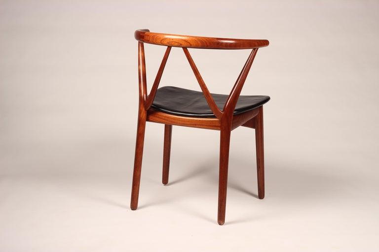 Mid-20th Century Scandinavian Modern Henning Kjærnulf Teak and leather Dinning Chair Model 255 For Sale