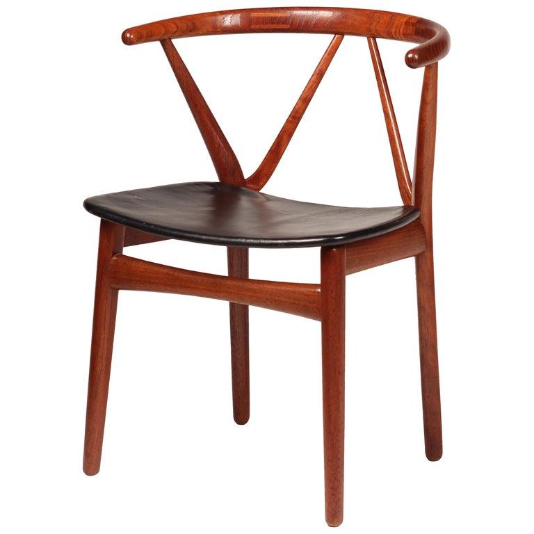 Scandinavian Modern Henning Kjærnulf Teak and leather Dinning Chair Model 255 For Sale