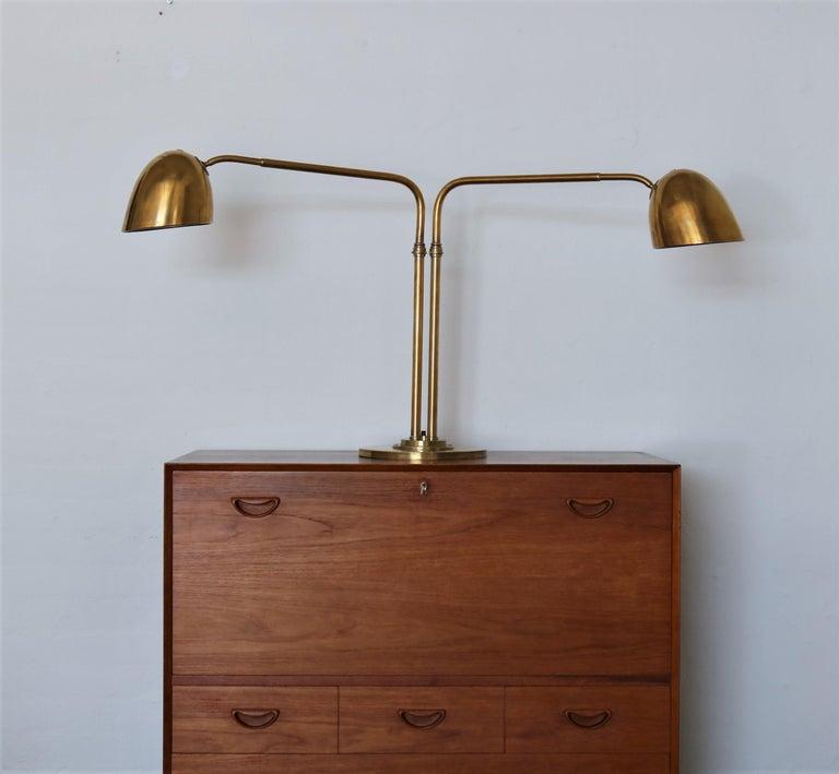 Scandinavian Modern Huge Desk Lamp in Brass by Vilhelm Lauritzen in the 1940s For Sale 7