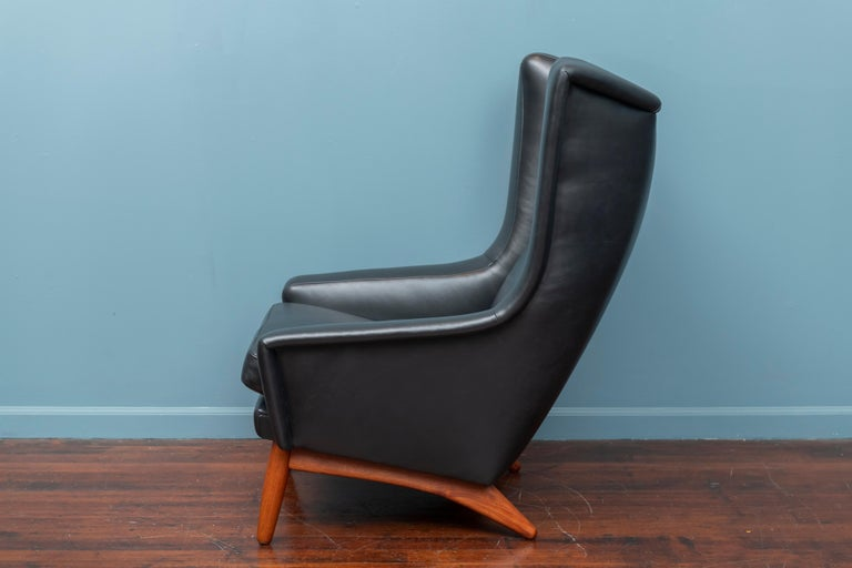 Scandinavian Modern Leather Lounge Chair In Good Condition For Sale In San Francisco, CA