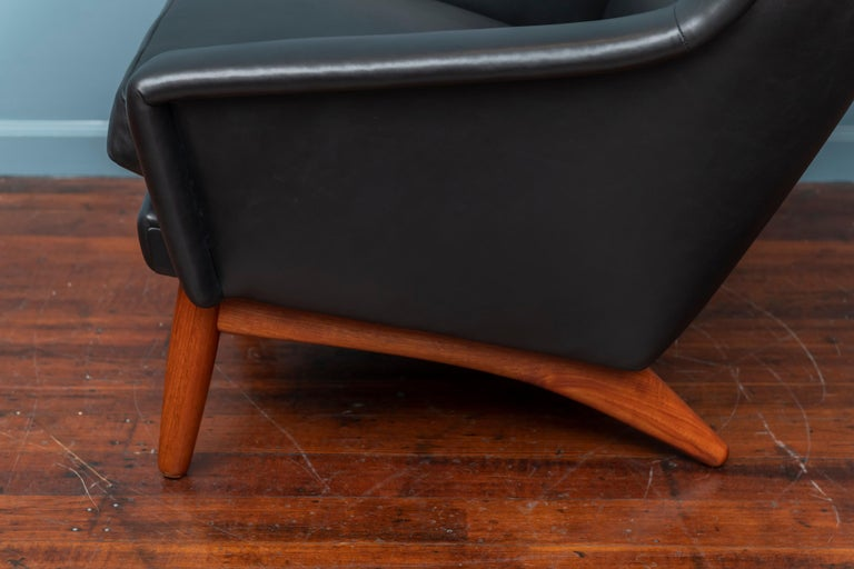 Mid-20th Century Scandinavian Modern Leather Lounge Chair For Sale