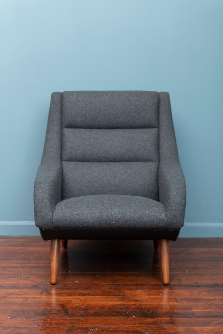 Scandinavian Modern design lounge chair, newly upholstered in Maharam wool, very comfy and ready to enjoy.