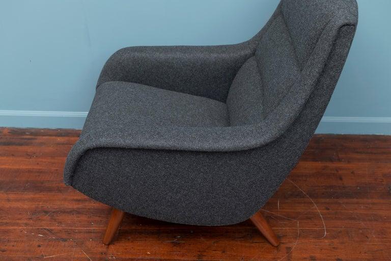 Mid-20th Century Scandinavian Modern Lounge Chair For Sale