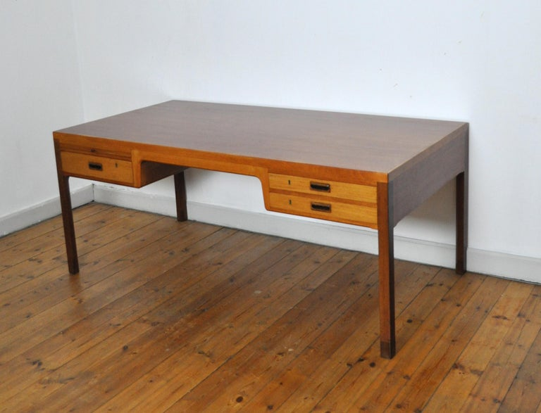 Scandinavian Modern Mahogany Desk by Ejnar Larsen and Aksel Bender Madsen In Good Condition For Sale In Vordingborg, DK