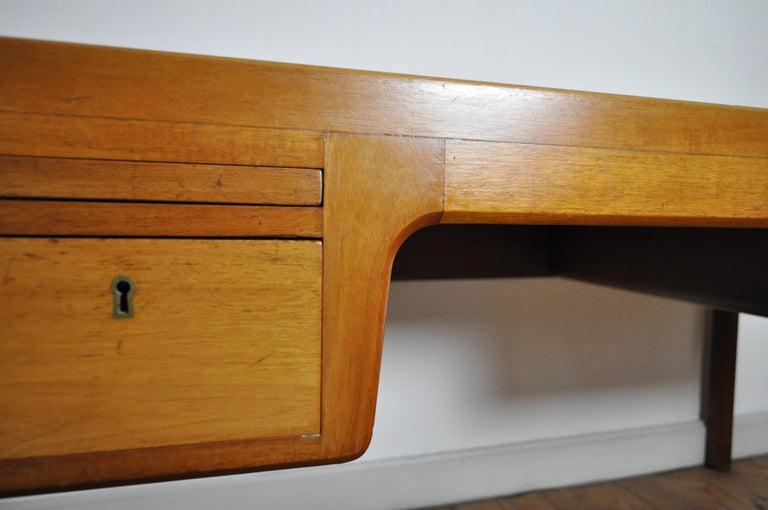 Scandinavian Modern Mahogany Desk by Ejnar Larsen and Aksel Bender Madsen For Sale 1