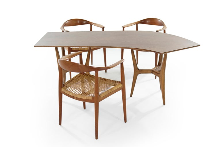 Stunning office ensemble, made up of three Hans Wegner's iconic round chairs, model JH 501, made by Johannes Hansen and an asymmetrical desk which we do not believe to be by the aforementioned designers, all pieces are original from, Denmark, circa