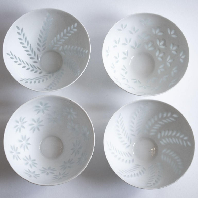 Scandinavian Modern rice grain porcelain bowls by Friedl Holzer-Kjellberg for Arabia in Finland.