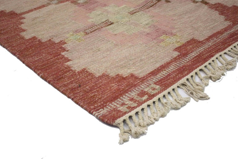 76645 Scandinavian Modern Rollakan by HLO, Swedish flat-weave Kilim rug. Classic and colorful, this Scandinavian Modern Rollakan rug features a geometric design that balances simplicity without giving up attention to the details. Signed by the