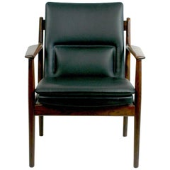 Scandinavian Modern Rosewood and Black Leather Armchair Mod. 431 by Arne Vodder