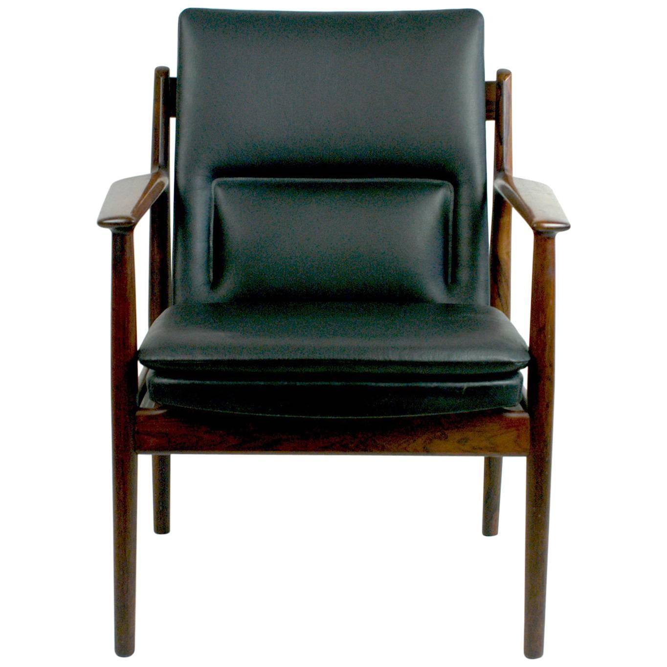 Scandinavian Modern Rosewood And Black Leather Armchair Mod. 431 By Arne  Vodder For Sale