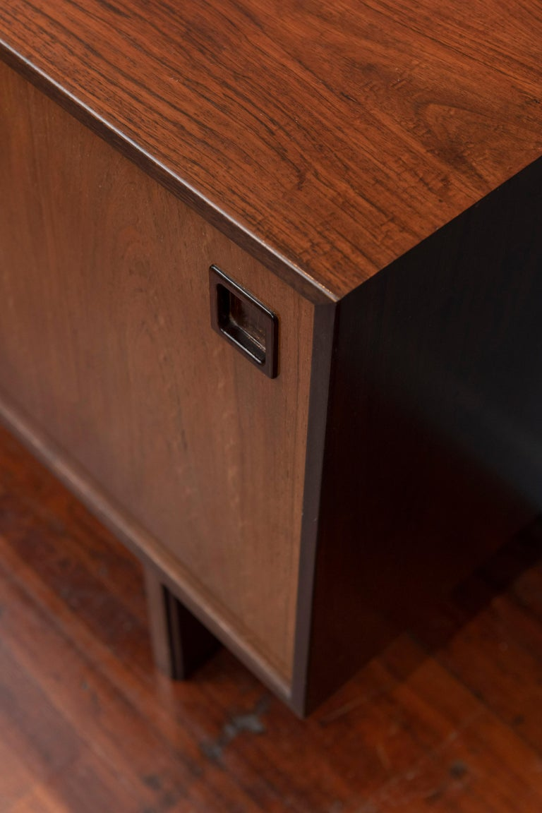 Scandinavian Modern Rosewood Credenza by Gunni Omann, Model 21 For Sale 7