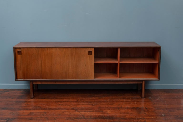 Scandinavian Modern Rosewood Credenza by Gunni Omann, Model 21 For Sale 1