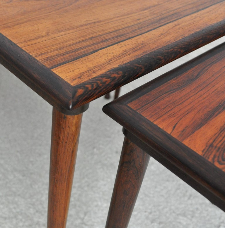 Scandinavian Modern Rosewood Nesting Tables with Drumstick Legs For Sale 5