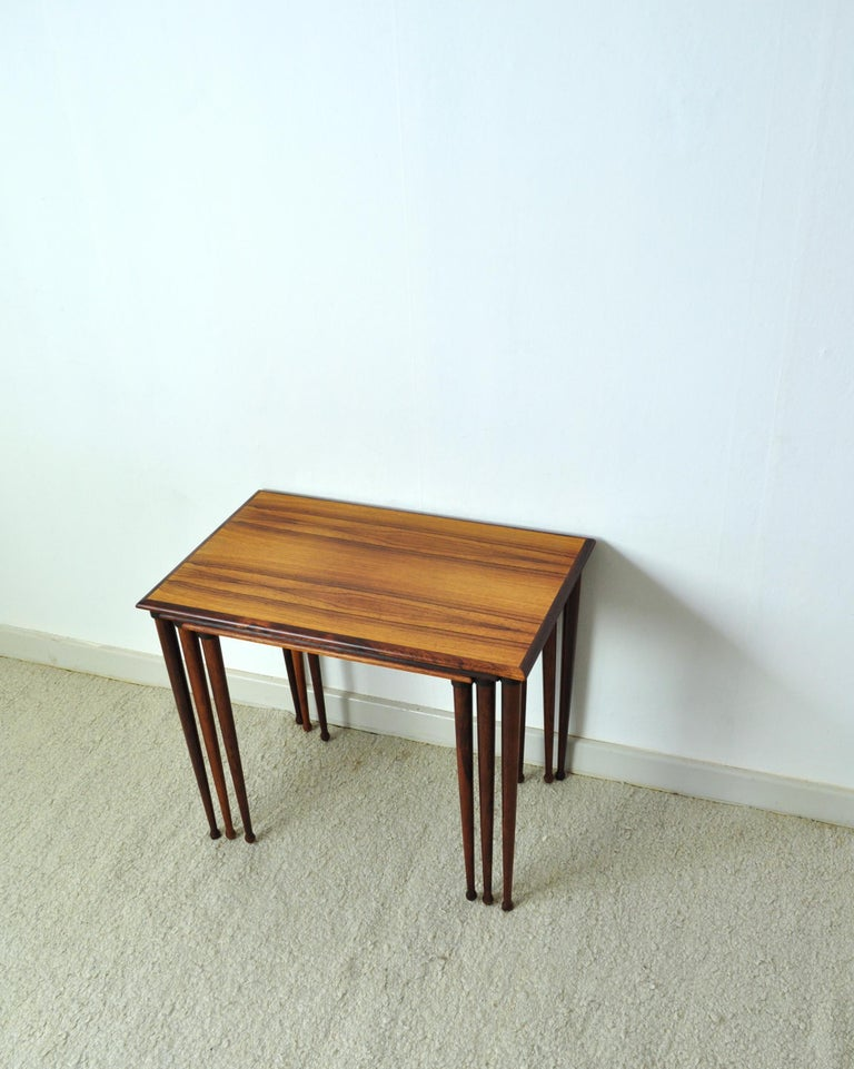 Scandinavian Modern Rosewood Nesting Tables with Drumstick Legs In Good Condition For Sale In Vordingborg, DK