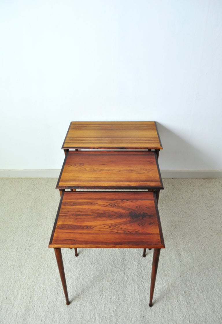 Scandinavian Modern Rosewood Nesting Tables with Drumstick Legs For Sale 2