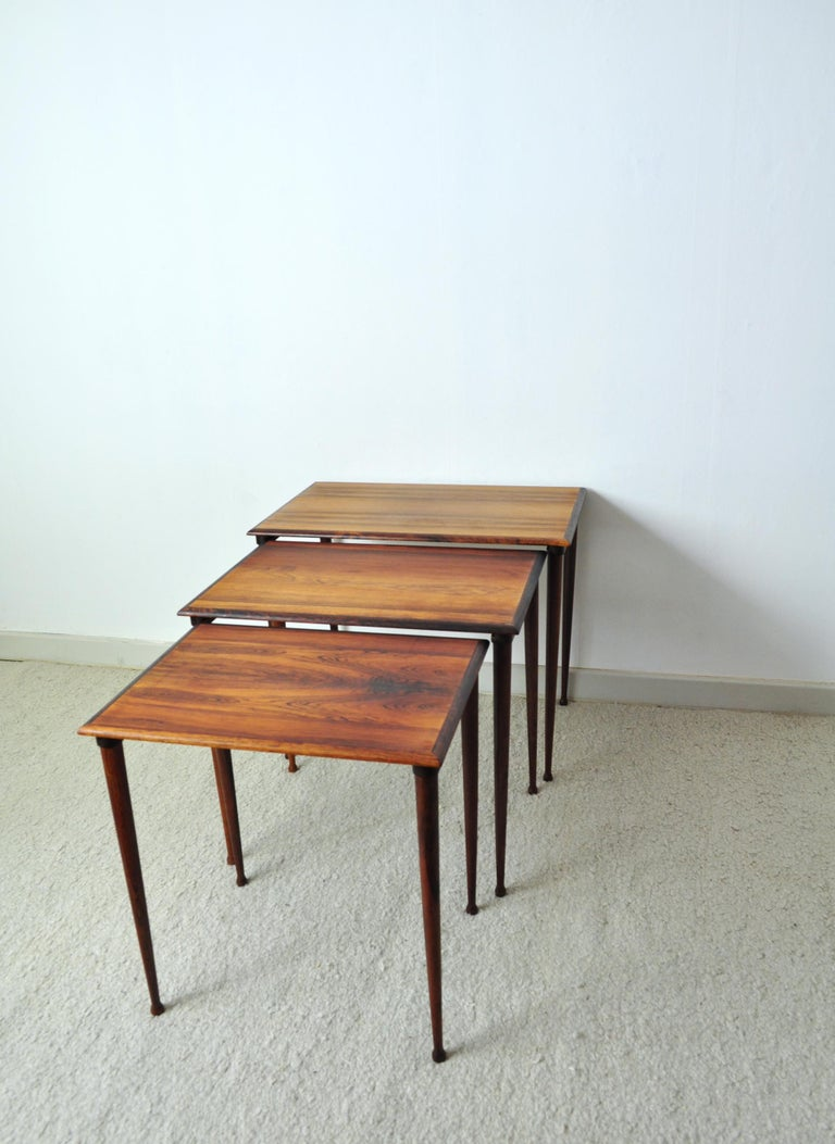 Scandinavian Modern Rosewood Nesting Tables with Drumstick Legs For Sale 3