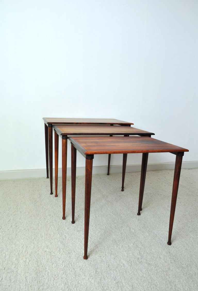 Scandinavian Modern Rosewood Nesting Tables with Drumstick Legs For Sale 4