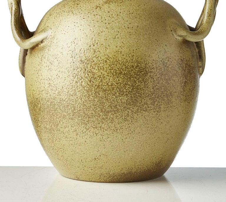 Scandinavian Modern Speckled Vase with Handles, Ewald Dahlskog for Bo Fajans In Good Condition For Sale In Stockholm, SE
