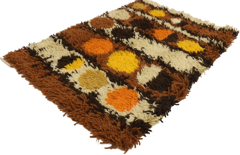 77255 Scandinavian Modern style Vintage Ege Rya rug, Danish design Shag Tapestry. With its bold lunar pattern and warm colors, this hand knotted wool vintage Swedish Ege Rya rug is rich in texture and will add much needed warmth to nearly any space.